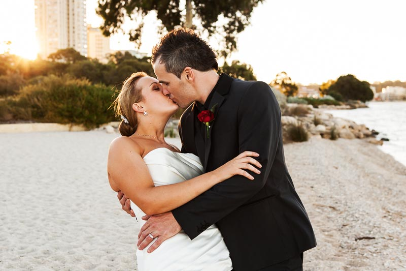perth wedding planning wedding photo locations perth image of bride and groom on south perth foreshore