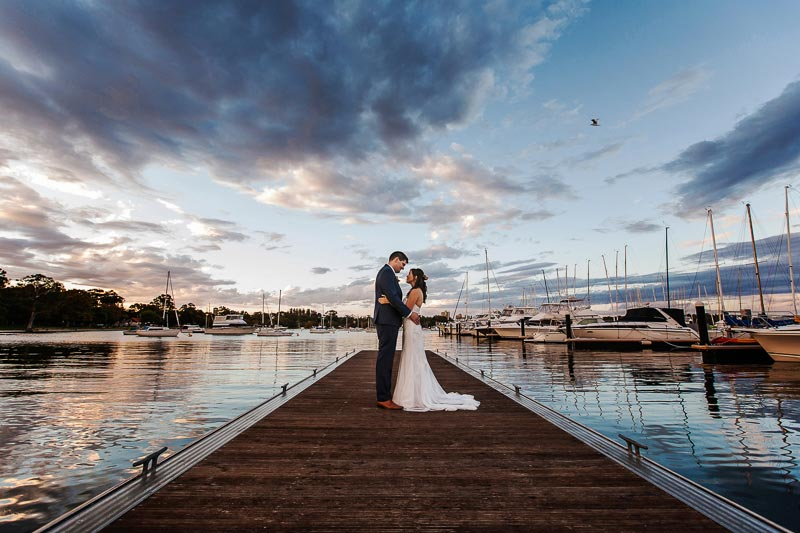 perth wedding planning wedding photo locations perth image of bride and groom on matilda bay foreshore
