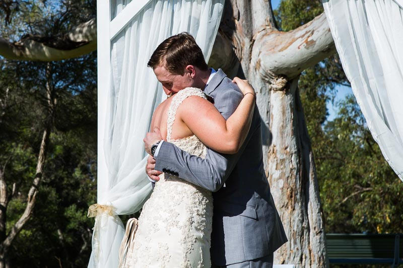 fremantle wedding photographer fremantle wedding perth wedding photographer image of bride and groom hugging