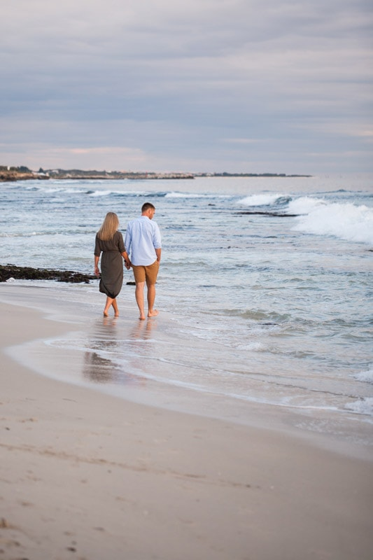 perth engagement shoot perth wedding photographers image of couple at iluka beach